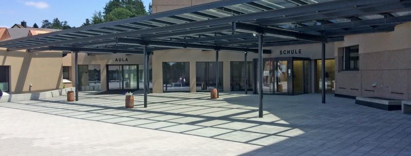 Schulhaus Grünau Vordach